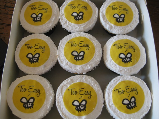 Cute Cupcake Logos With a Cute Edible Bee Logo on